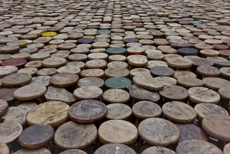 ai-weiwei-installs-6000-wooden-stools-in-berlin-for-evidence-designboom-01