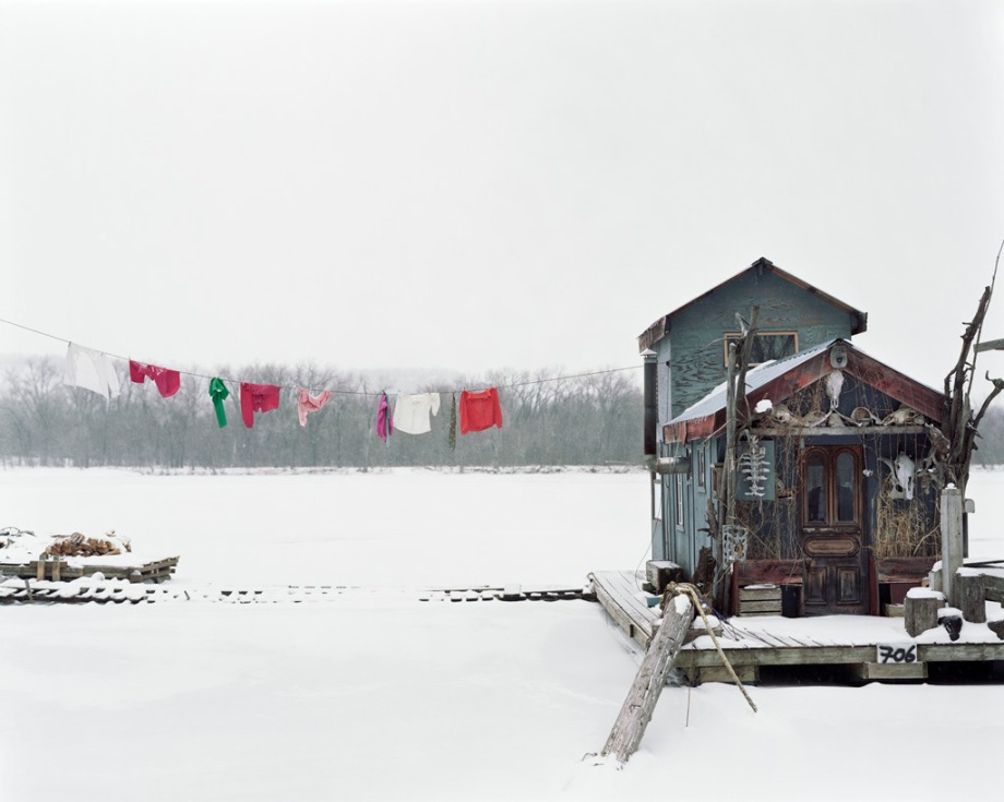 Alec Soth, Peters_Houseboat_Winona_Minnesota_2002-1