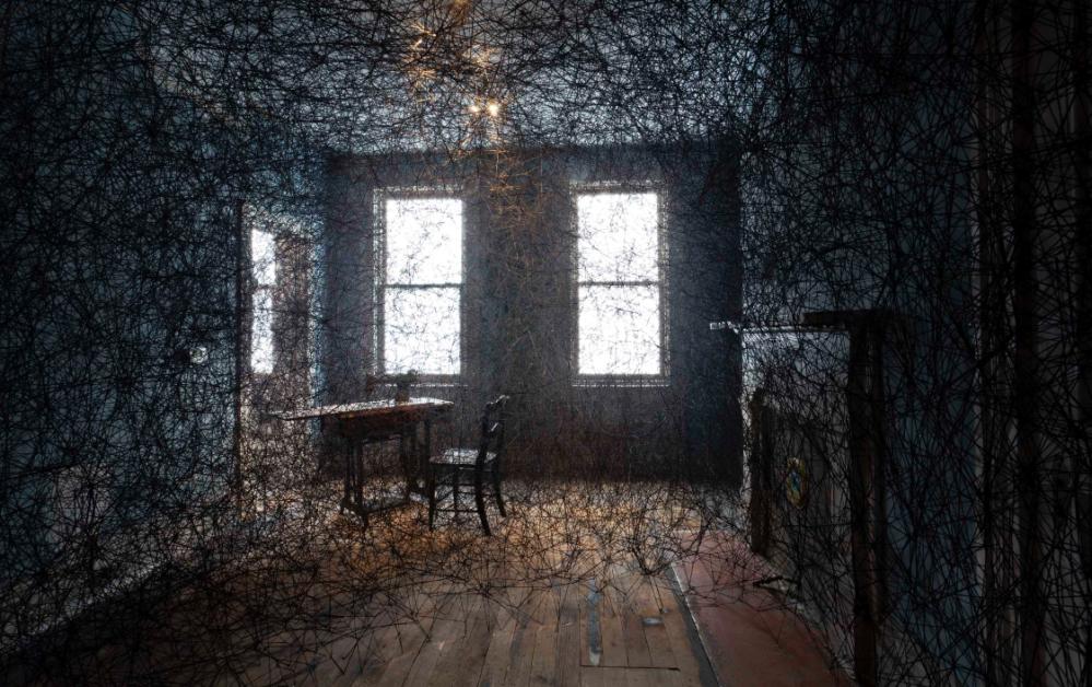 Chiharu Shiota- Trace of Memory 2